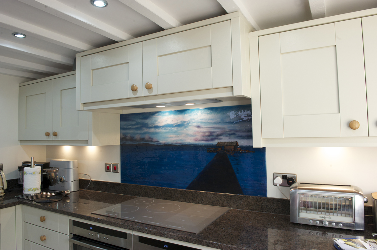 Fused glass kitchen splashbacks can take on any number of forms. This particular piece replicated a photo!