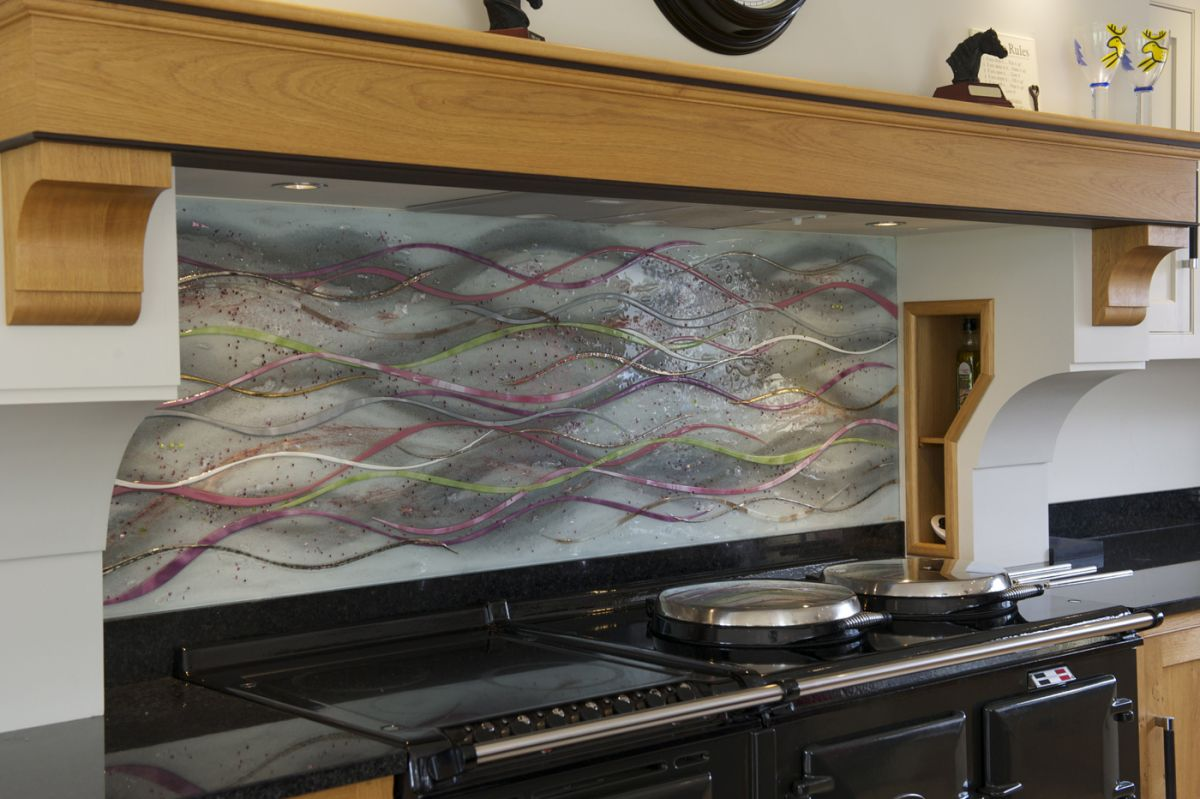 If you're looking for fused glass splashbacks, you've definitely come to the right place. The subtle colours blend in perfectly!
