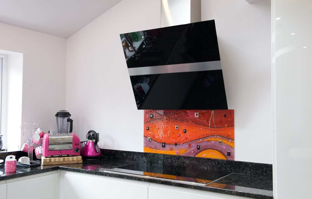 Created for a client in Dukinfield, this burning orange splashback was a gorgeous piece that suited the kitchen perfectly.