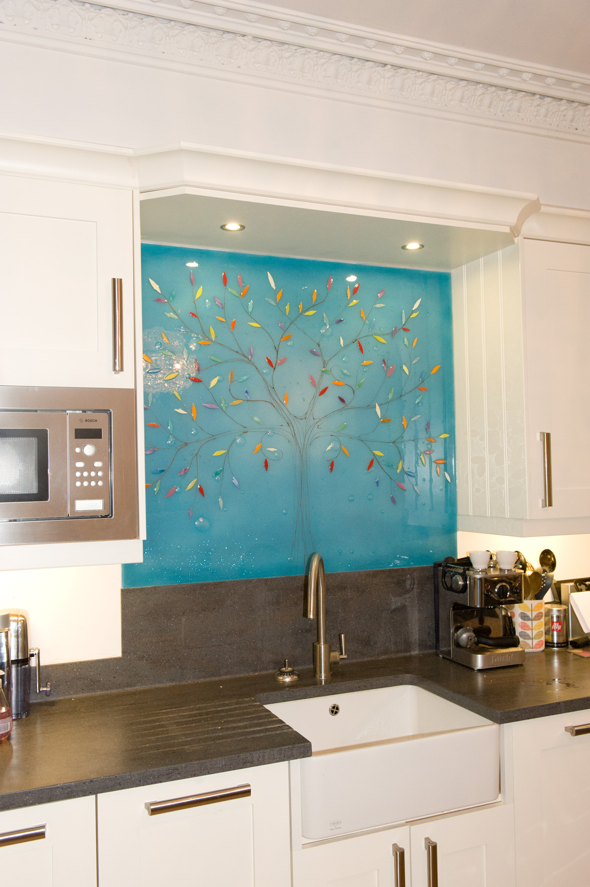 If you've been looking for glass splashbacks Kent-wide, then this gorgeous piece should definitely catch your eye.
