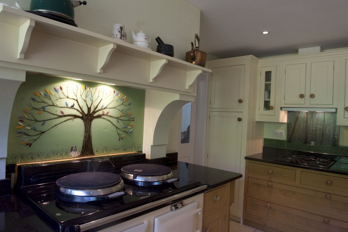 This gorgeous tree of life design in Gerards Cross is the perfect example of how our glass provides an alternative to plain coloured glass splashbacks.