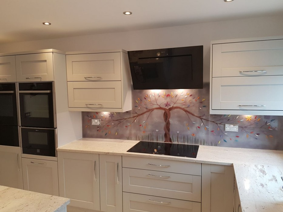 This beautiful piece shows just what our bespoke glass splashbacks can do!