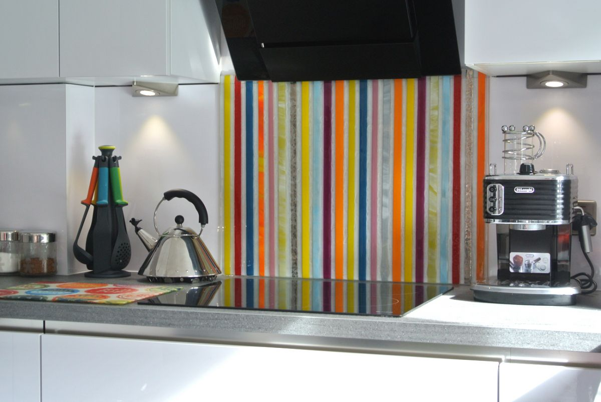 One of our beautiful bespoke glass splashbacks, installed in Huddersfield. A bold and beautiful piece!