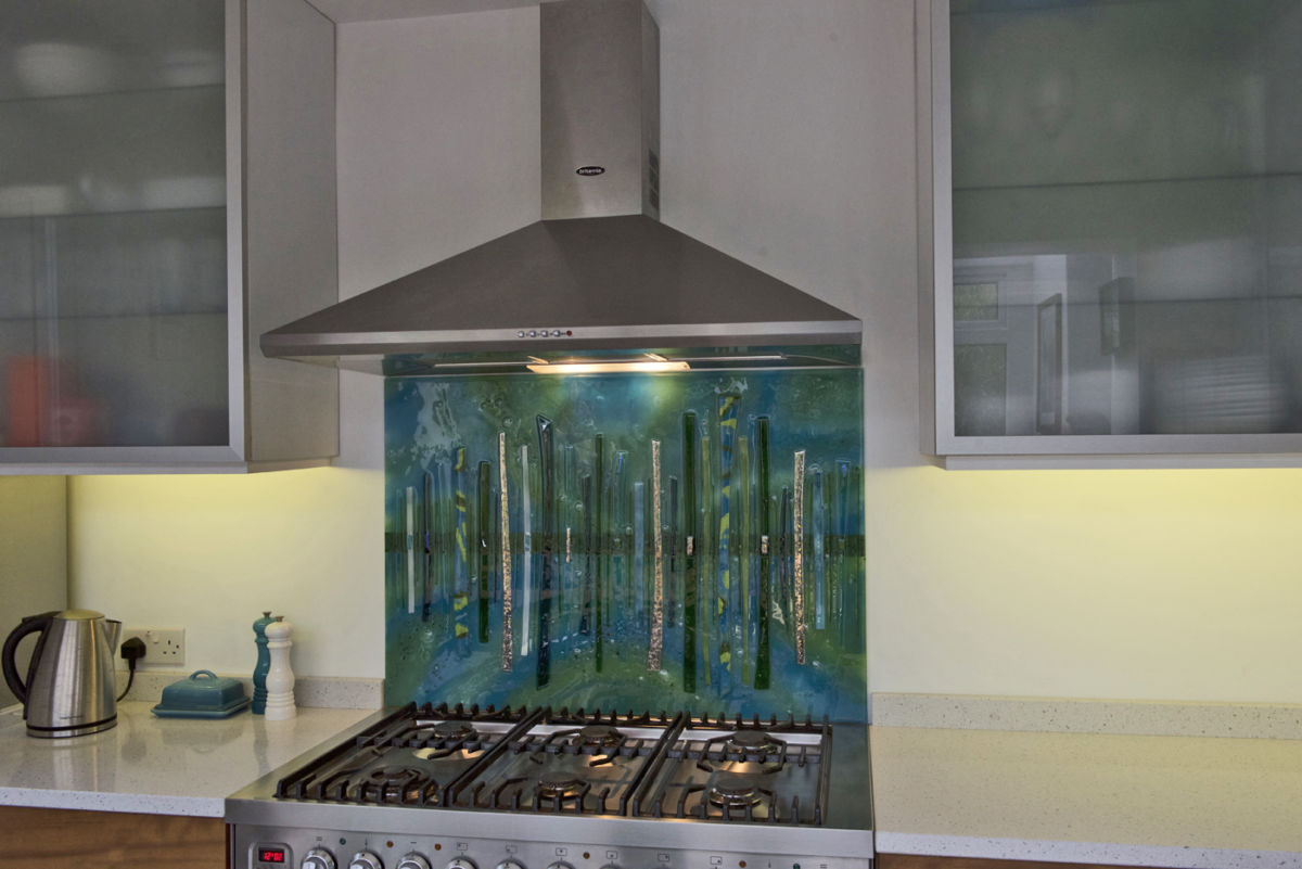 Bespoke glass splashbacks such as this one are absolutely perfect for making your kitchen look stunning!