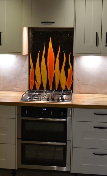 When you're talking about fused glass kitchen splashbacks, you're talking about gorgeous glass pieces like this one.