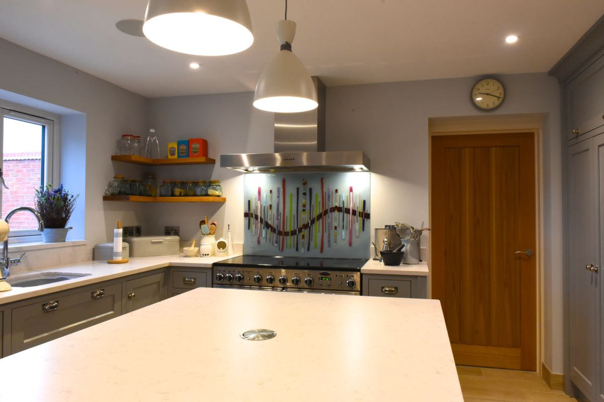 If you're looking for the very best fused glass kitchen splashbacks Warwickshire has to offer, then you'll love this!